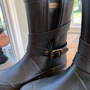 Burberry midbuckle rain boot